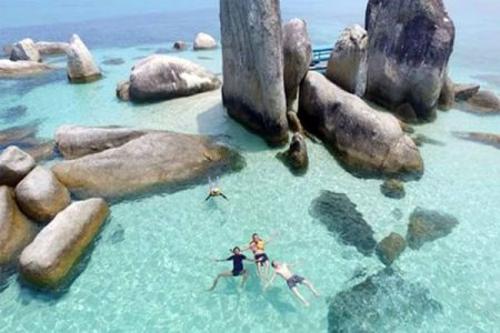 Pulau Batu Berlayar Belitung